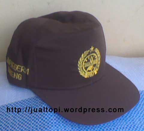 Topi Pramuka dengan logo tunas kelapa